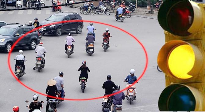 xedoisong_vn_vuot_den_vang_bi_phat_ngang_den_do_xlyx-0711